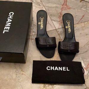 Authentic Chanel kitten toe sandals sz 8.5